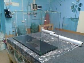 Полки из стекла в Минске. Компания Галера