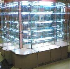 Стеклянная витрина с подсветкой
