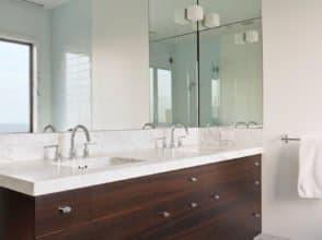 Осветленное зеркало в ванную комнату, общий размер 1100х2600 с фацетом 5 мм