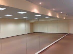 Зеркало для танцевального зала, общий размер 1800х9000 с полированной кромкой