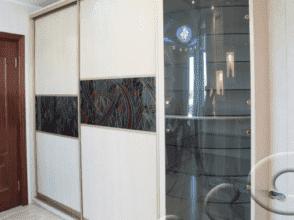 Дверцы из гнутого тонированного стекла 4 мм