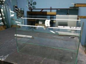 Витрина гнутая стеклянная на УФ-склейку