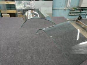 Гнутые стекла 6 мм для холодильных витрин