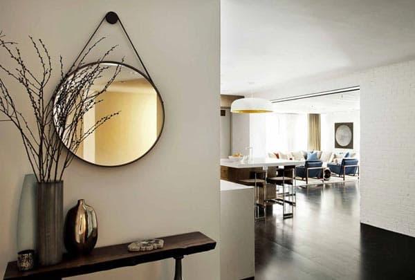 Зеркало в квартире-студии