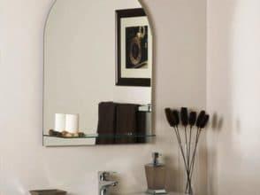 Зеркало в форме арки в ванную комнату