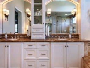Зеркало в форме арки для ванной комнаты