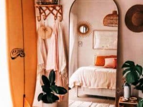 Зеркало в форме арки для спальни