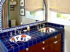 Зеркало в форме арки для ванной в испанском стиле
