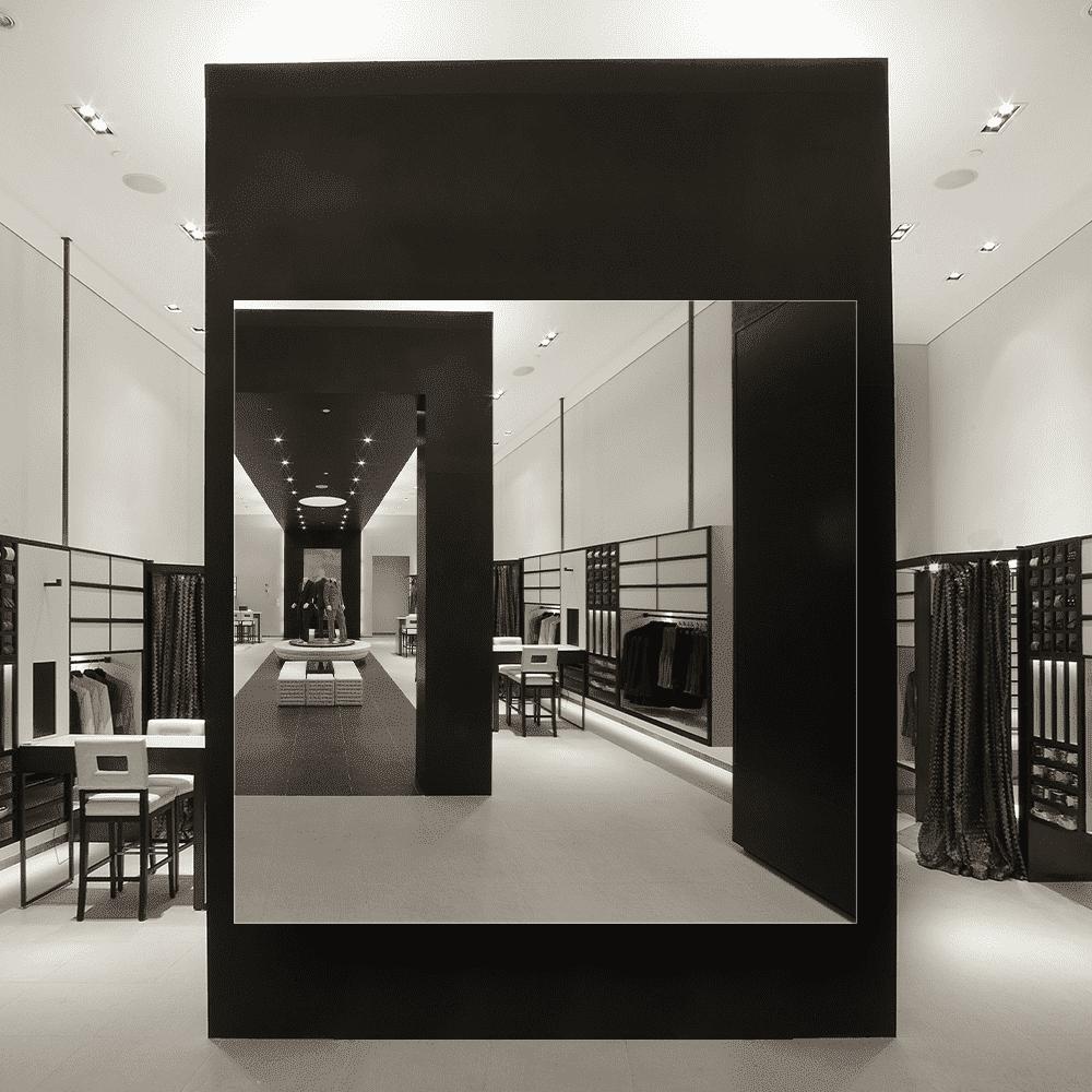 Зеркало для магазина 500×500 мм с фацетом 10 мм, отверстиями для крепления и противоосколочной пленкой