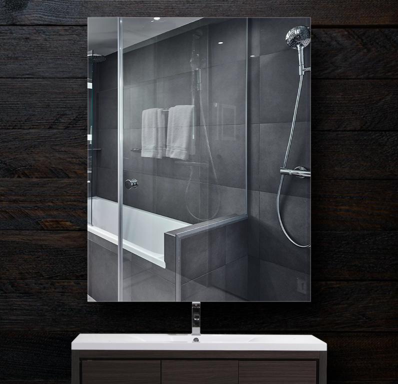 Зеркало в ванную 300×400 мм с фацетом 20 мм и креплением на клей