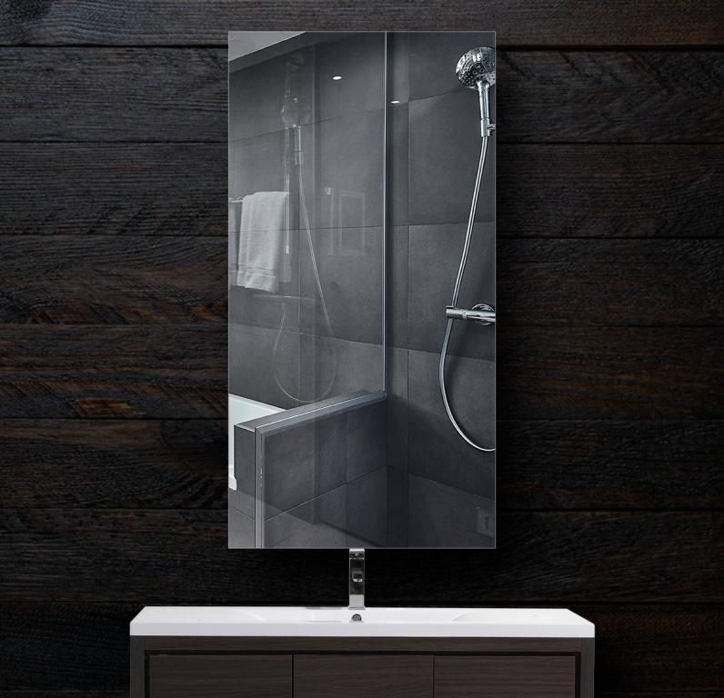Зеркало в ванную 300×600 мм с фацетом 10 мм и скрытым креплением