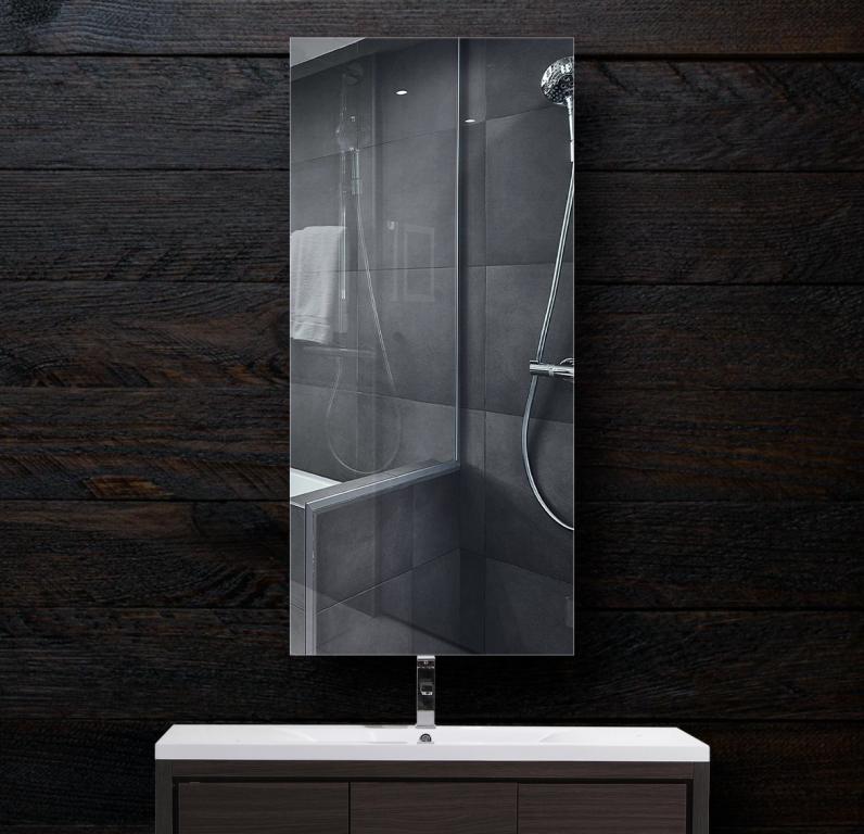 Зеркало в ванную 300×700 мм с фацетом 15 мм и с отверстиями для крепления