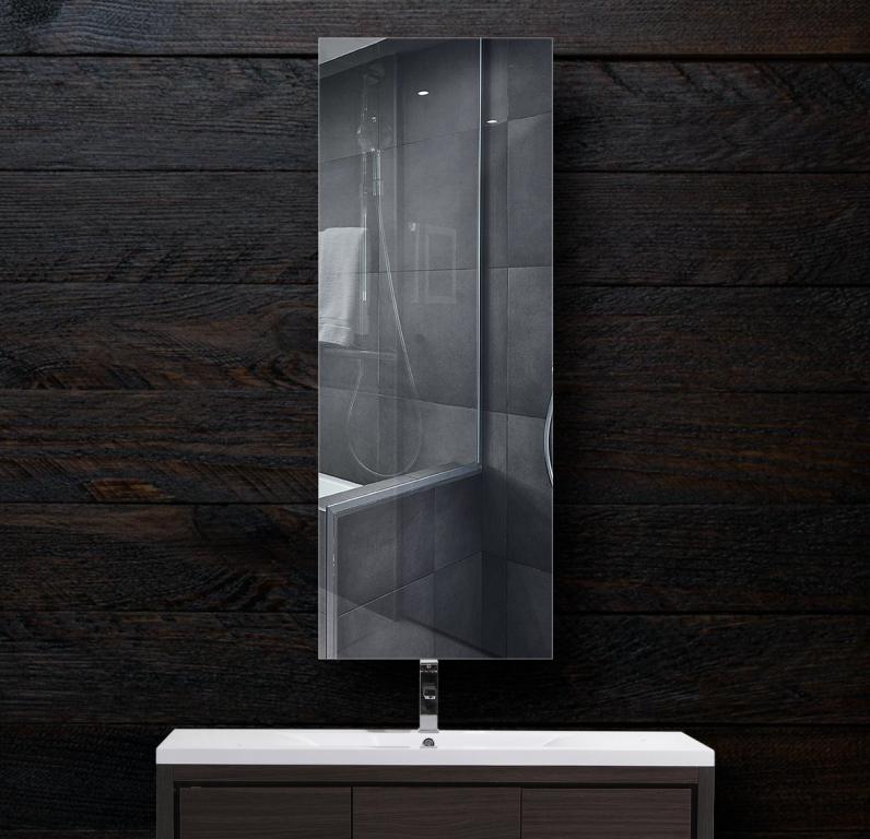 Зеркало в ванную 300×800 мм с фацетом 5 мм, отверстиями для крепления и противоосколочной пленкой