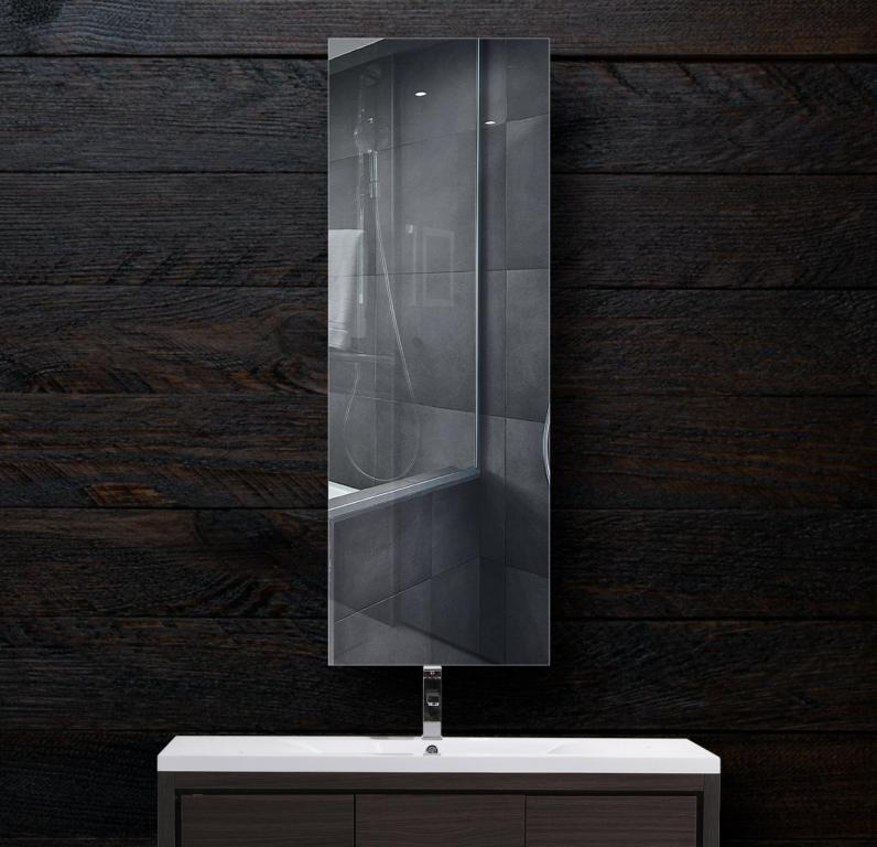 Зеркало в ванную 300×900 мм с фацетом 5 мм, отверстиями для крепления и противоосколочной пленкой