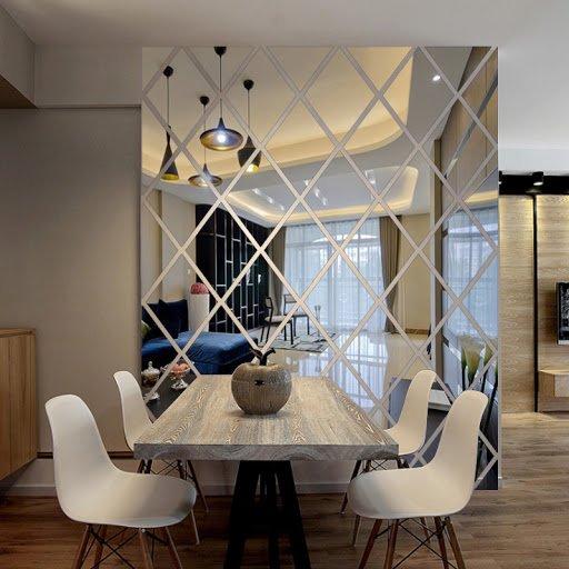 Уместно ли зеркальное панно в квартире?